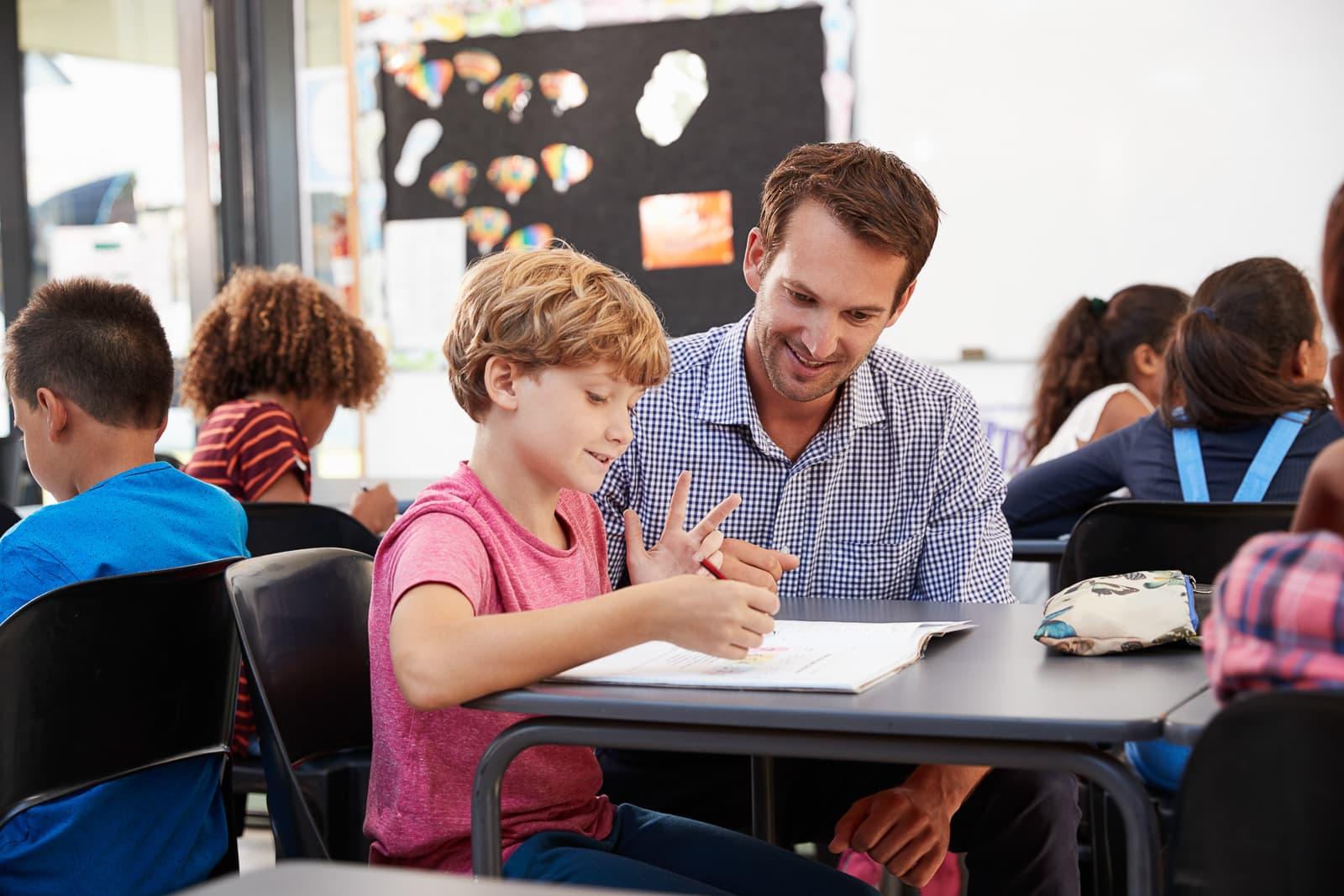 Jugend- und Heimerzieher betreuen Kinder und Jugendliche (Ausbildung oder Schulfremdenprüfung)